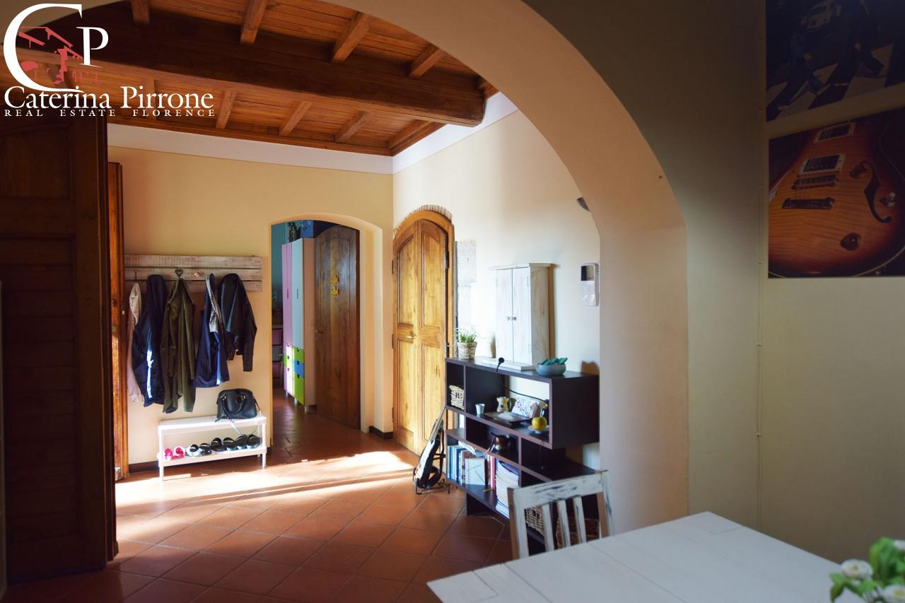 San Casciano Val di Pesa vendesi colonica con piscina